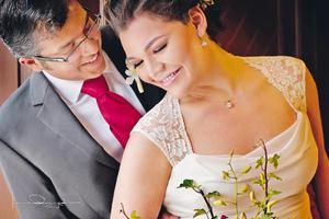 Ing. Arun Radhakrishnan y Srita. Fátima del Rosario Aguilera Velázquez lucen muy enamorados el día de su matrimonio.- Laura Grageda Fotografía