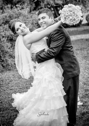 Lic. María Guadalupe Barajas Ruvalcaba y Lic. Gerardo Rodríguez Contreras, el día de su boda.- Sepúlveda Fotografía