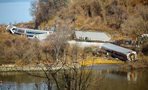En el tren viajaban más de medio centenar de personas y al menos 68 resultaron heridas, de las cuales una docena se encuentran en estado crítico en distintos hospitales de la zona, según confirmó el gobernador Cuomo.