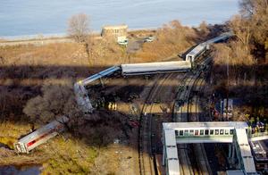 El descarrilamiento de un tren de cercanías en Nueva York dejó hoy un trágico balance de al menos cuatro muertos y más de sesenta heridos en un accidente del que todavía se están investigando las causas.