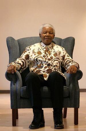 Madiba, nombre de su clan por el que se le conoce cariñosamente en Sudáfrica, estudió en varios colegios destinados a la elite negra, donde comprendió la injusta inferioridad que sufría la mayoría negra frente a la minoría blanca del país.