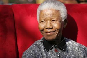 El carismático expresidente sudafricano murió a los 95 años, deceso que ha causado enorme consternación no sólo en su país, donde es un héroe nacional, sino en el resto del mundo, donde se convirtió en un símbolo de la esperanza y del triunfo del espíritu humano.
