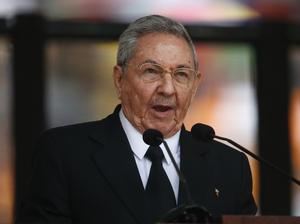"""Castro, por su parte, destacó que Mandela es """"un ejemplo insuperable para América Latina y el Caribe"""" y aseguró que Cuba, que fue uno de los países más críticos con el """"apartheid"""" contra el que batalló Madiba, tuvo el honor de luchar junto a las naciones africanas."""