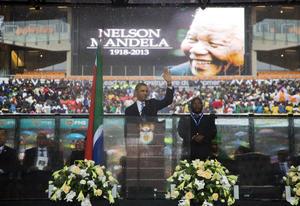 Líderes mundiales agradecieron al pueblo sudafricano el gran ejemplo que dio el expresidente Nelson Mandela como incansable luchador por la libertad, durante el servicio religioso oficiado en su memoria en el estadio de fútbol FNB de Soweto, en Johannesburgo.