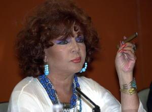 8 de abril. Sara Montiel |  La actriz y cantante española Sara Montiel, la primera artista de este país que triunfó en Hollywood y quien tuvo mucha proyección en México, murió a los 85 años en su domicilio de Madrid.