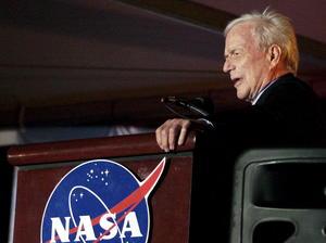 10 de octubre. Carpenter | El astronauta Scott Carpenter, el segundo estadounidense en orbitar la Tierra en 1962, falleció los 88 años de edad.