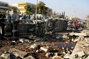 15 de enero. Guerra |  Dos explosiones casi simultáneas en el campus de una universidad en la ciudad más grande de Siria dejaron más de 83 muertos.