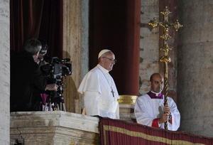 13 de marzo.Nuevo Papa | El cardenal argentino Jorge Mario Bergoglio es elegido Papa, adoptando el nombre de Francisco. Es el Papa número 266 de la historia, el primero americano y el primero jesuita.