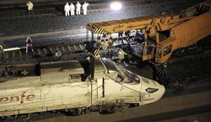 24 de julio. Tragedia | Descarrila un tren Alvia a unos 3 km de la Estación de Santiago de Compostela, causando 79 muertos y decenas de heridos.