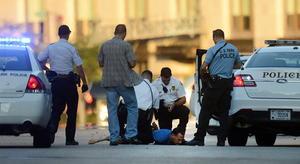 16 de septiembre. Matanza | Un hombre mata a 12 personas en un tiroteo frente a las instalaciones de la Marina en Washington D. C., Estados Unidos.
