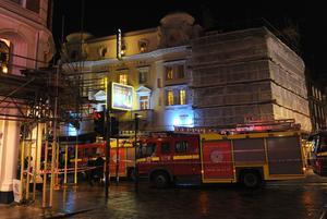 El departamento de bomberos calcula que en el momento del incidente había unas 700 personas en el teatro.