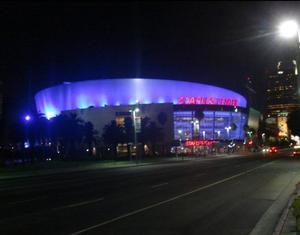 En el sexto sitio encontramos el Staples Center de Los Ángeles, California, mejor conocido por ser la casa de Los Angeles Clippers y Los Angeles Lakers, y por ser la sede de la ceremonia anual de entrega de los Premios Grammy.