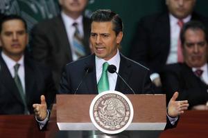 """En contraste a lo dicho, durante un mensaje antes firmar el documento, Peña Nieto afirmó que la reforma energética """"es una de las más transcendentes de las últimas décadas"""" porque """"ayudará a México a enfrentar los retos del siglo XXI""""."""