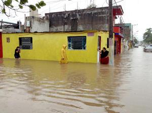 Las lluvias torrenciales del frente frío número 20 inundaron unas 25 comunidades de los municipios de Teapa, Macuspana y Centro, afectando a más de 3 mil familias.