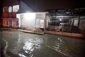 El frente frío número 20 ocasionó lluvias que dejaron encharcamientos en colonias, deslaves y vados carreteros, así como 104 familias albergadas en distintos municipios de Tabasco.