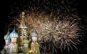 La Plaza Roja de Moscú se vistió de color en los festejos de Año Nuevo.