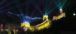 Rayos láser iluminaron la Gran Muralla China durante la celebración de Año Nuevo.