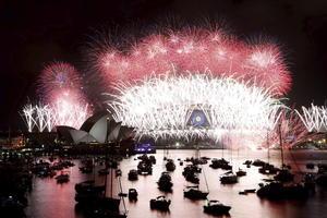 El mundo recibió el Año Nuevo en medio de festejos en los principales monumentos de distintos países, donde presenciaron impresionantes espectáculos de fuegos artificiales.