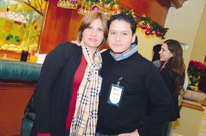 EN PAREJA.  Ileana y Roberto.