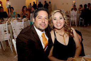 Iván Espinoza y Rosy Zamarrón en reciente festejo.