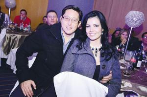 EN RECIENTE FESTEJO. Andrés y Myrna.