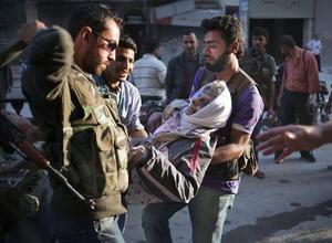De los 130 civiles muertos, 21 fueron ejecutados en un hospital infantil de la norteña ciudad de Alepo, que los yihadistas usaban de base, mientras el resto en intercambios de tiros o en atentados cometidos por el EIIL, vinculado a la red Al Qaeda.