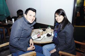EN EL CAFé.  Javier y Claudia.