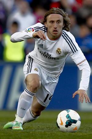 Luca Modric es un indiscutible en el once inicial de Ancelotti. El croata se distingue por su visión y creatividad de medio campo hacia adelante.