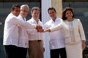 Los presidentes Enrique Peña Nieto (México), Ollanta Humala (Perú), Sebastián Piñera (Chile), y sus respectivos ministros de Relaciones Exteriores y de Comercio Exterior, asisten a los trabajos de la cumbre a nivel de jefes de Estado.