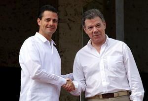El presidente mexicano Enrique Peña Nieto fue recibido este lunes por su homólogo de Colombia, Juan Manuel Santos Calderón, en la sede de los trabajos de la Cumbre.