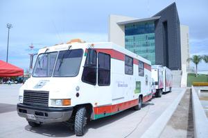 Más de 200 personas acudieron a la Plaza Mayor a realizarse estudios de detección de cáncer, que ofreció gratuitamente la Jurisdicción Sanitaria Número Seis.