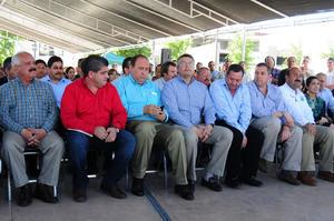 Al acto de entrega de unidades policiacas asistieron representantes empresariales, diputados locales, los funcionarios integrantes del gabinete de Seguridad, así como los alcaldes de los municipios de la Comarca Lagunera.