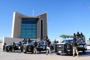 El gobernador Rubén Moreira presidió la ceremonia de entrega de 45 patrullas equipadas en las que se invirtieron 16 millones de pesos en Torreón.