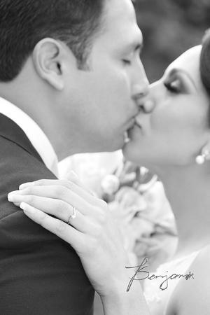 Omar Pérez Pérez y Marina Blanco Márquez muy enamorados lucieron el día de su boda.- Benjamín Fotografía