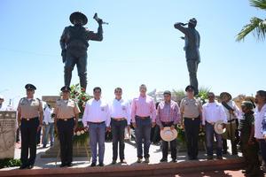 Ya en el puente, autoridades de ambos municipios develaron una placa conmemorativa.