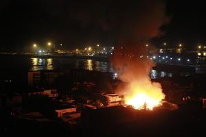 Otro incendio de un inmueble ubicado a pocos metros de la costa.