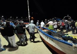 Habitantes hicieron lo posible por resguardar sus embarcaciones tras emitirse la alerta de tsunami.
