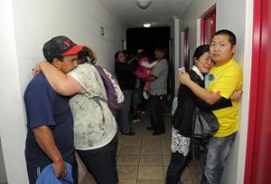 Algunas personas se refugiaron en los pisos más altos de algunos edificios de apartamentos y oficinas.