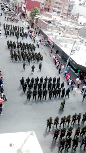 Fuerzas Armadas recorrieron la avenida Matamoros de Torreón.