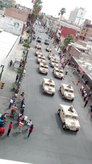 Vehículos militares fueron parte de los atractivos del desfile.