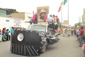 Carros alegóricos recordaron a Francisco Villa.