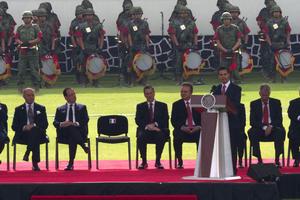 Peña Nieto aseguró que los mexicanos reconocen en el mandatario francés a un líder responsable y moderno, que promueve un orden mundial más equilibrado, al tiempo que trabaja por el crecimiento incluyente de su país para que ningún francés se quede al margen del desarrollo.