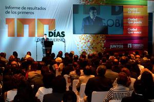 """El alcalde reconoció el apoyo de su Cabildo, el trabajo comprometido de sus colaboradores. Pero ante los invitados, aseguró que """"las mejores cosas para Torreón están por venir, esto apenas es el inicio""""."""