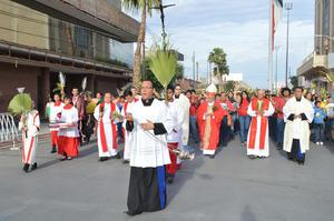 En medio de cantos y oraciones el grupo realizó la Procesión de los Ramos hasta llegar a la Catedral de Nuestra Señora del Carmen.