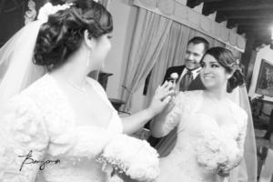 Paloma Esparza Ceniceros e Israel Ontiveros Espino en el día de su boda.