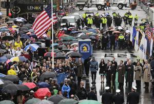 La bandera ondeó a media asta en el sitio donde aquel día de abril se produjeron las trágicas explosiones.