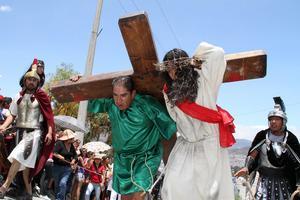 Pachuca. Más de 100 actores del barrio Cerro de Cubitos en Pachuca, escenificaron la representación número 43.