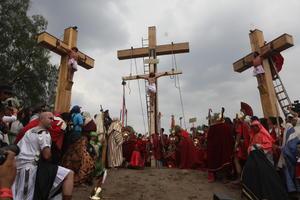 Iztapalapa. Fieles católicos participan en la representación de la Pasión de Cristo de Iztapalapa en Ciudad de México.