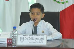 El alcalde por un día fue César Zaid Bocanegra Juárez, quien sustituyó a Miguel Riquelme Solís como autoridad municipal.