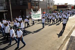 La marcha terminó a las 10:30 en Juárez y Javier Mina, frente al Sindicato de Telefonistas con los honores a la bandera y la entonación del himno nacional.